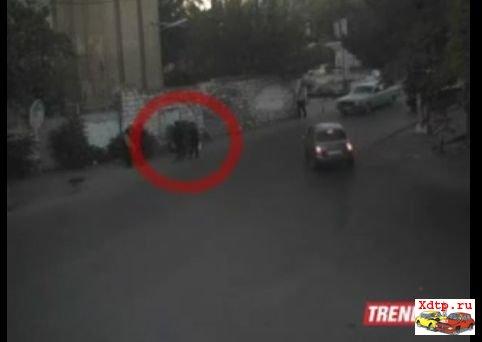 В Баку автомобиль сбил несколько человек