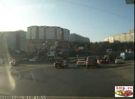 Во Владивостоке драка пешехода и водителя