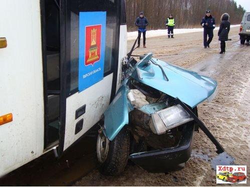 ДТП с автобусом в Осташковском районе Тверской области