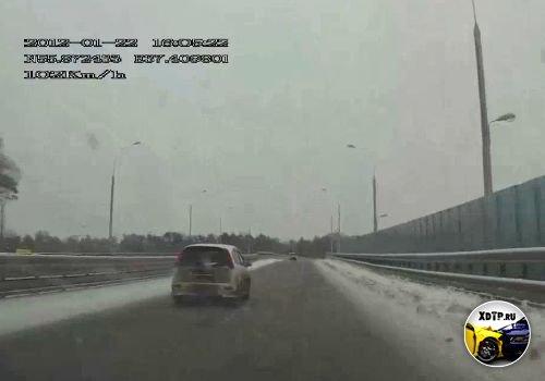 Развернуло на мосту через МКАД, Москва
