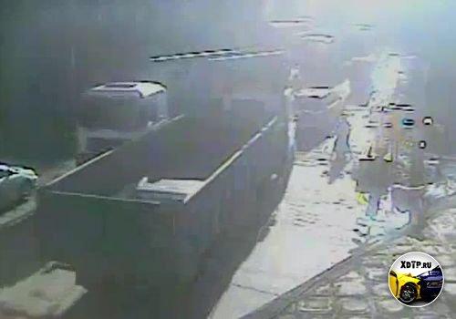 Поезд снёс грузовик в Тайване