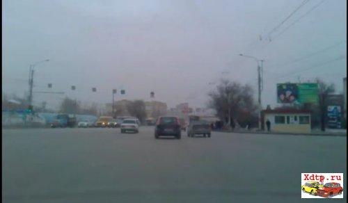 Рекламный щит упал в Волгограде