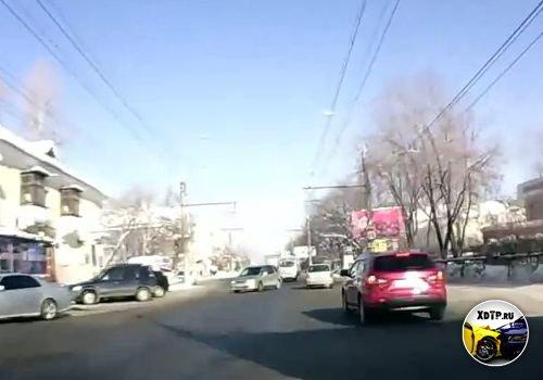 ДТП в Иркутске, девушка перепутала педали и задом протаранила авто