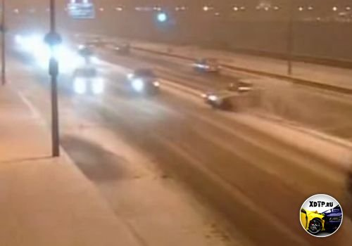 Снег на Арсенальной набережной, стал причиной массового ДТП в Санкт-Петербурге