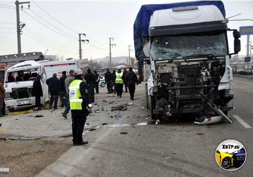 ДТП в г. Конья, Турция. Фура протаранила микроавтобус