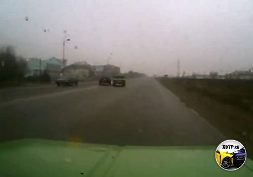 ДТП в г. Талдыкорган, Казахстан.  Поворот налево из среднего ряда/7-11-2012, 04:24.