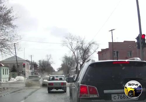ДТП в Оренбурге, ул. Пролетарская. ВАЗ проскочил на красный