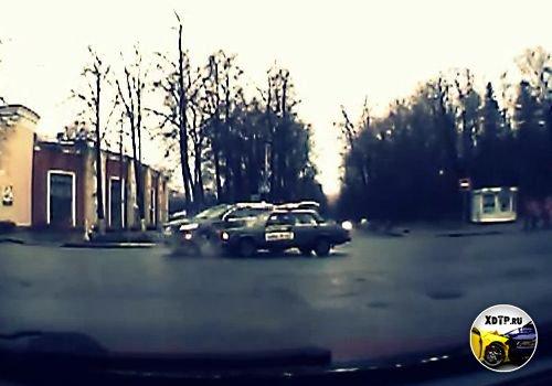 Авария во Пскове, Audi Q7 столкнулась с ВАЗ 2107