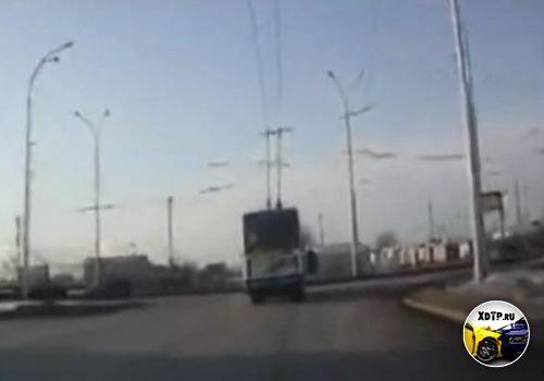 Авария в Кемерово, влетел в троллейбус