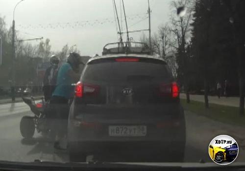 В Пензе, водителя KIA Sportage избил молодой человек на квадроцикле