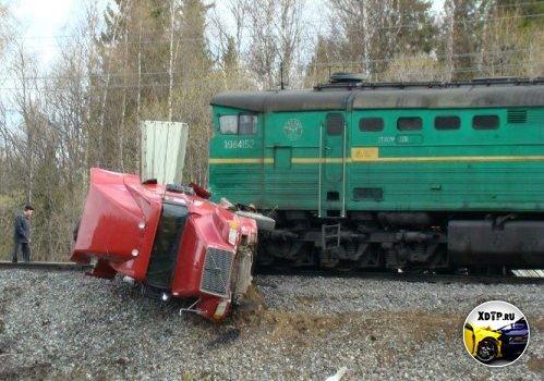 Авария на трассе Сыктывкар-Ухта 67 км., столкнулись фура Вольво и товарный поезд