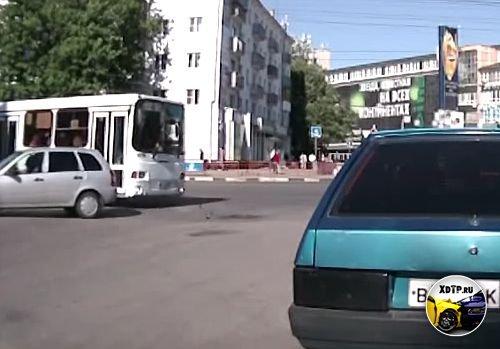 ДТП в Нижнем Новгороде, повернул под автобус