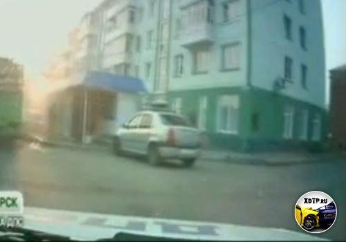 Пьяный водитель уходя от погони сбил беременную женщину, Красноярск