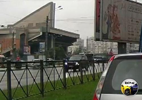 Сбил пешеходов в Санкт-Петербурге, пересечение Богатырского пр. и Коломяжского пр.
