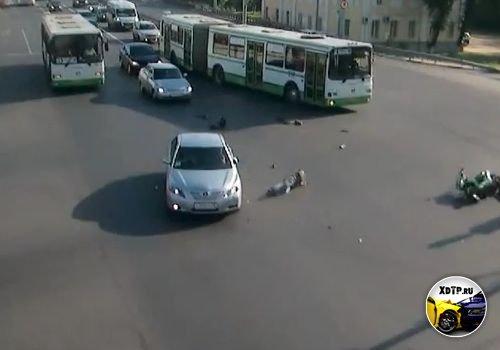 Авария в Ярославле, Московский пр. столкнулись скутер и Тойота