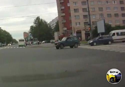 Авария в Санкт-Петербурге, пересечение пр. Ветеранов и ул. Солдата Корзуна
