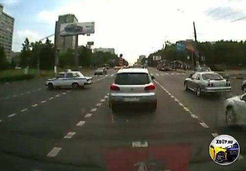 Авария в Москве, пересечение улиц Профсоюзной и Бутлерова, полиция ехала на красный.