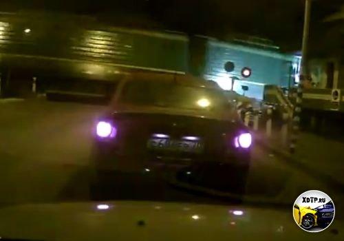 В Томске на ж/д переезде Мокрушина, поезд сбил скутер