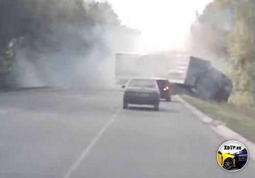 Авария на трассе Е105, 195 км., Тульская область, столкнулись легковой автомобиль и фура