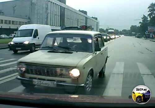 Авария в Санкт-Петербурге пересечений Шоссе Революции и Энергетиков, очкарик перепутал полосы