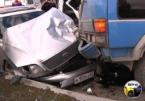 Авария в п. Хомутово, Сахалинская обл., столкнулись три автомобиля 2 человека погибли, 12 ранены