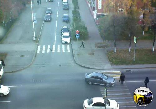 Женщина сбила пешехода в Кемерово, пересечение улиц Томская и 50 лет Октября