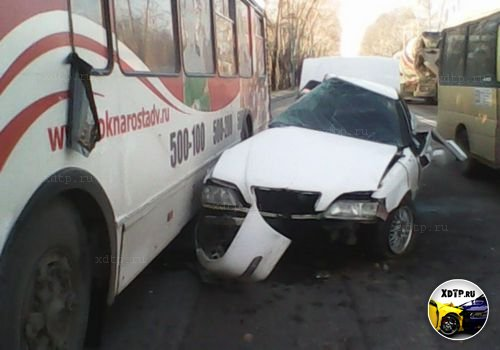 Toyota Cresta vs троллейбус в Хабаровске