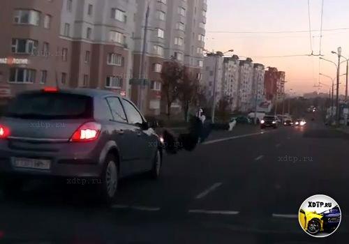 Опель сбил девушку, Минск.