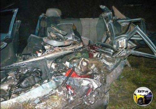Две девочки остались живы только благодаря детским креслам