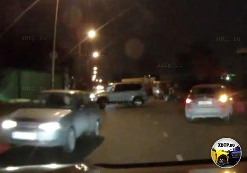 Авария в Москве на ул. Голубинская, столкнулись четыре авто