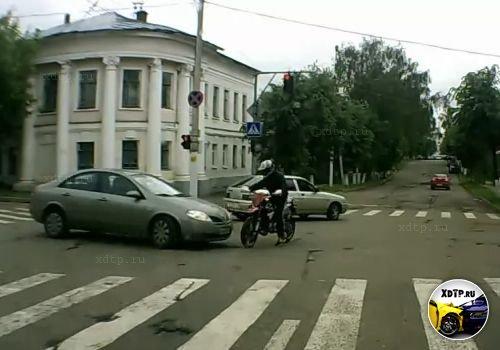 Камаз испугал мотоциклиста