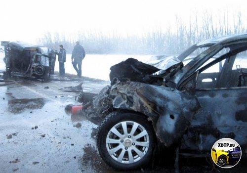 На автодороге Р224 Самара – Оренбург произошло столкновение автомобилей с возгоранием