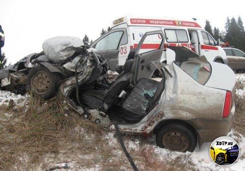 Авария с участием Renault Logan и автобуса, завершилась не в пользу легкового авто