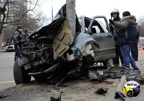 В Москве Honda CR-V проехалась по остановке