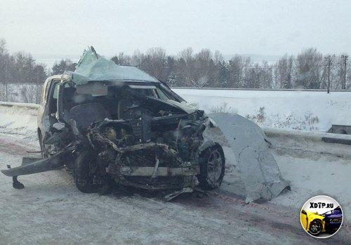 Две легковушки и микроавтобус столкнулись в Новосибирске
