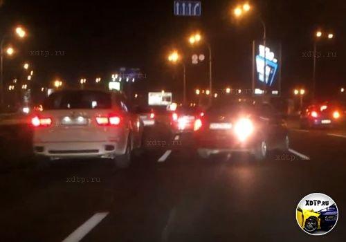 Авария в Киеве. Провтыкал поворот и решил сдать назад.