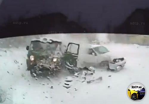 Авария в Биробиджане на перекрестке улиц Пионерская и Постышева